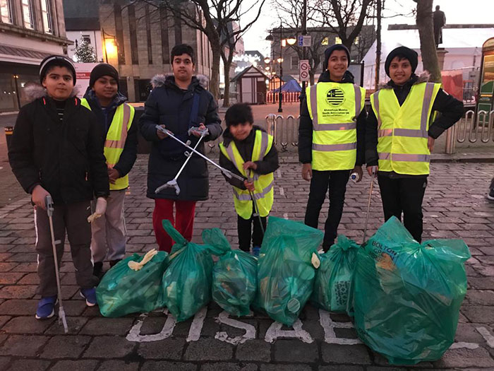 muslim-youth-street-cleaning-new-year-amya-2-5e0dca455ecd0_700